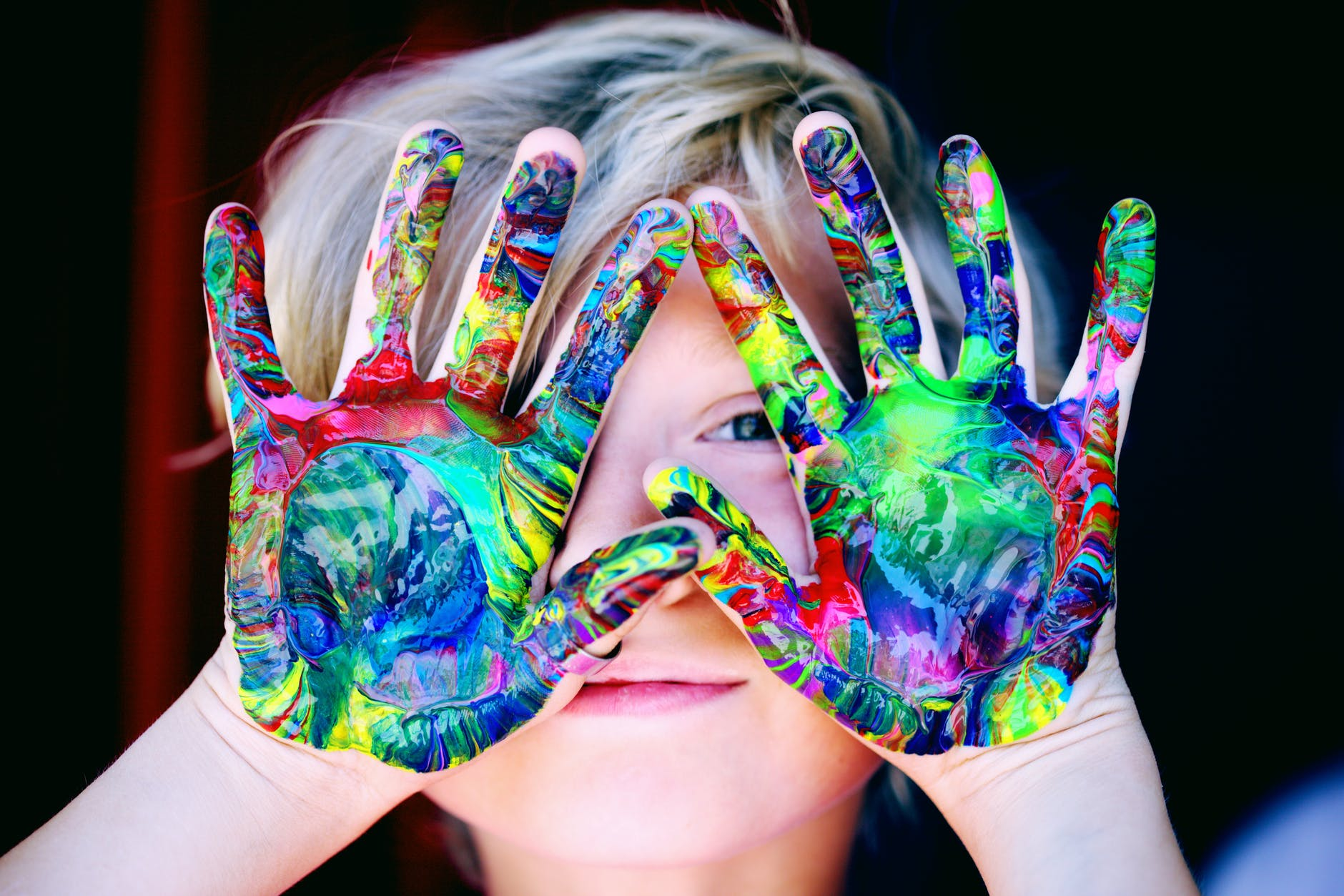 Child woth painted hands